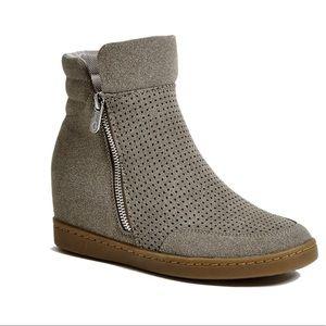 Guess GFDARAH Gray booties size 7 side zippers